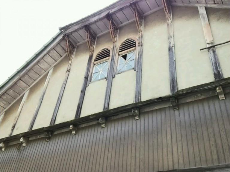 旧公民館窓装飾
