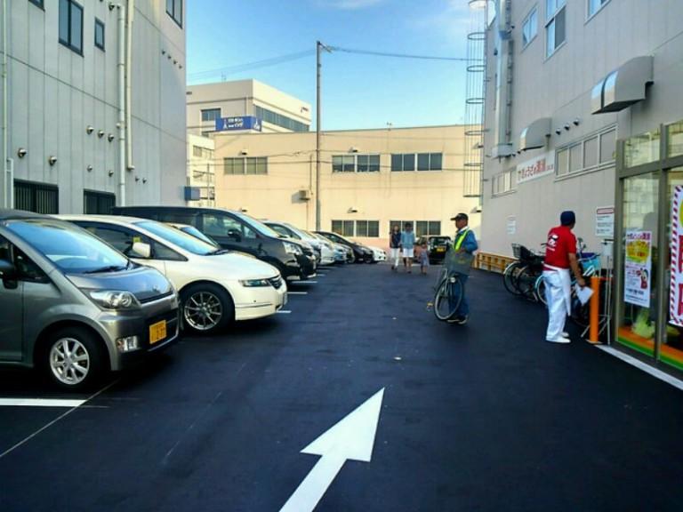 ぎょうざの満州駐車場