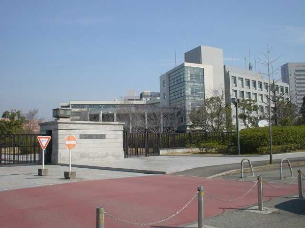 Osaka_University_Suita_campus_entrance
