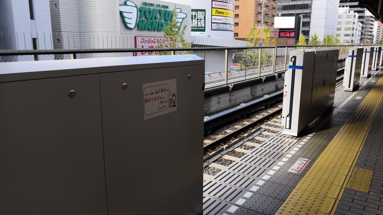 江坂駅 可動式ホーム柵